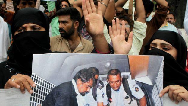 http://www.awwaaz.com/images/blogs/بڑی دیر کی مہربان آتے آتے:ذوالفقار کی سزائے موت فی الحال ٹل گئی