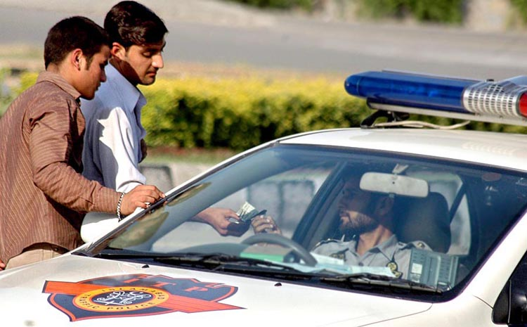 Isb Traffic Police taking bribe