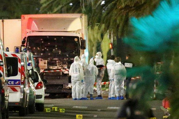 http://www.awwaaz.com/images/stories/                            فرانس میں جشن ،ماتم میں بدل گیا:85افرادٹرک سے کچل کر ہلاک کردیئے گئے