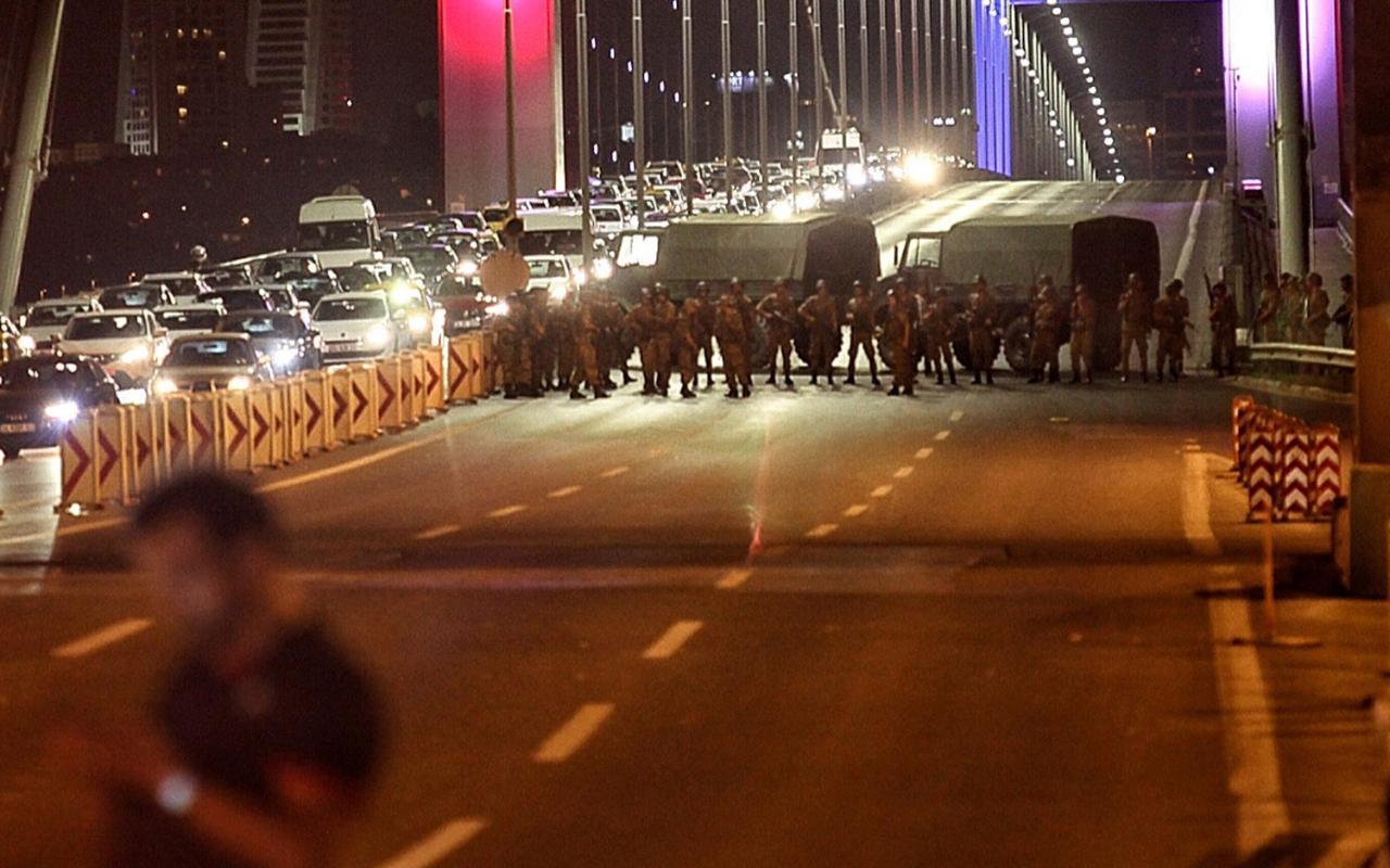 http://www.awwaaz.com/images/stories/                                                        ترکی میں فوجی بغاوت کی کوشش :عوام کی مزاحمت انقرہ میں 60مارے گئے