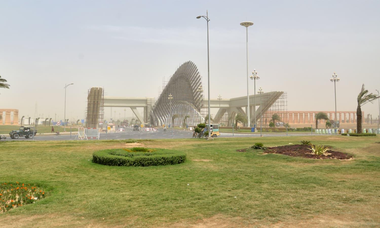 http://www.awwaaz.com/images/stories/زمین کے حصول میں عدم شفافیت:بحریہ ٹاؤن کراچی کو تعمیراتی کام روکنے کی ہدایت