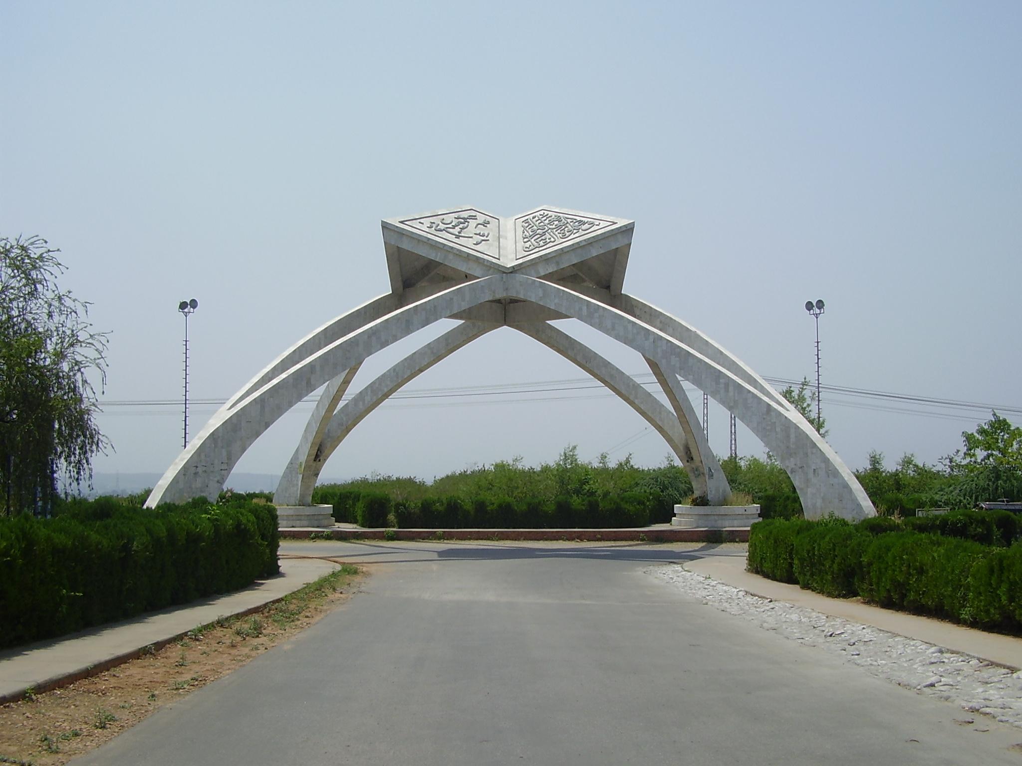http://www.awwaaz.com/images/stories/قائدِ اعظم یونیورسٹی کی 2سو ایکڑ زمین پر قبضہ، یونیورسٹی کی نیب کو دہائی